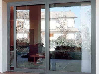Serramenti in alluminio bianco apertura scorrevole installata a Como