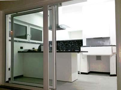 Serramenti in alluminio bianco apertura scorrevole installata a Verbano-Cusio-Ossola