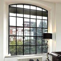 finestre all'inglese in metallo stile industriale