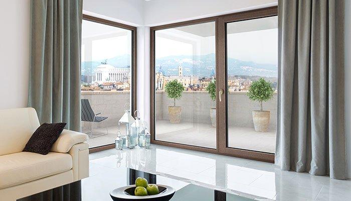 Porta finestra in legno alluminio di grandi dimensioni