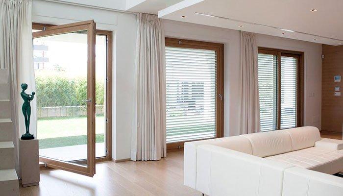 Porte finestre in legno alluminio FOTO