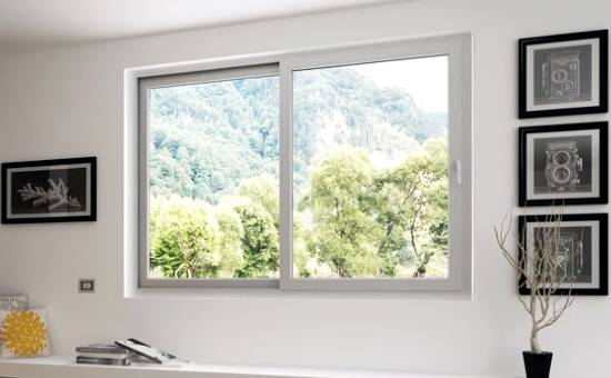 Immagine di una finestra in PVC apertura scorrevole