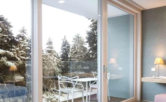 Porte finestre in PVC bianco apertura scorrevole | Posa a Casalgrande