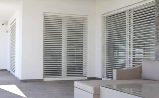 Persiane in alluminio di design installate in una casa a Castel San Giovanni