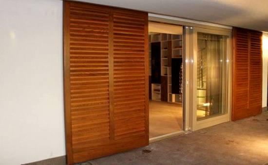 Persiane di legno nuove e di stile per appartamento in centro a Piacenza