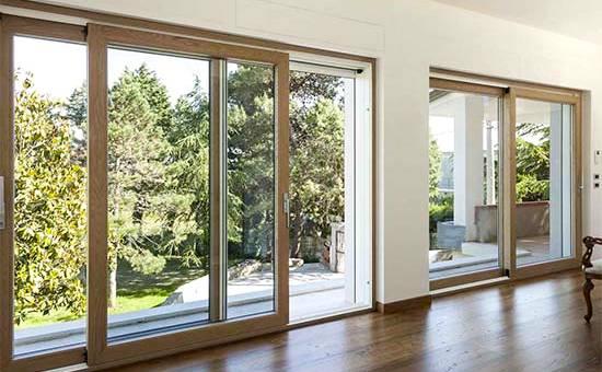 Porte finestre in legno e alluminio scorrevoli doppio vetro