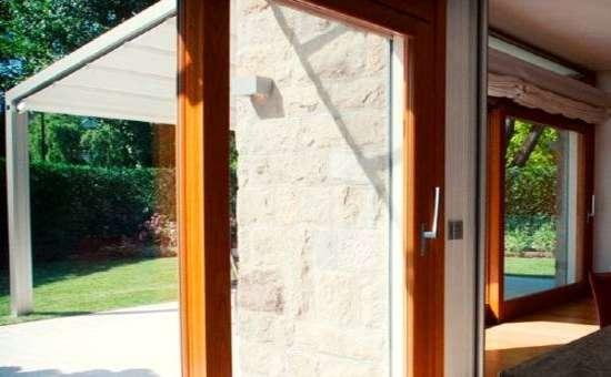 Immagine di porte finestre in legno