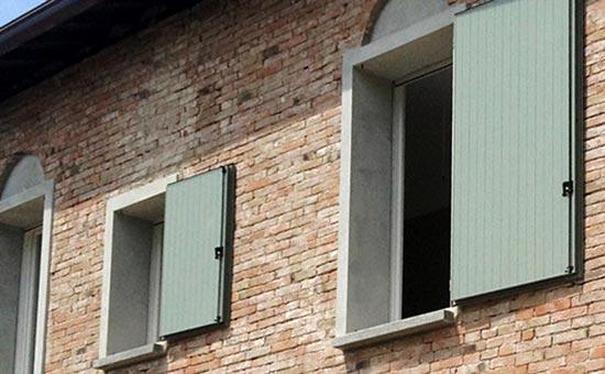 antoni in pvc per finestre in una casa a Zola Pedrosa
