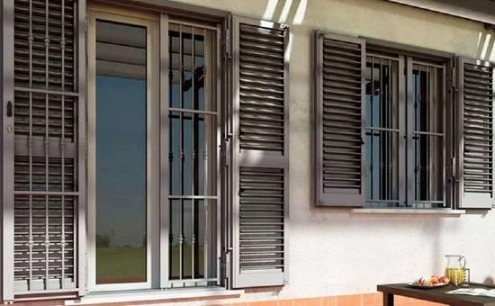 Persiane in ferro e acciaio in un appartamento a Castelfranco Emilia