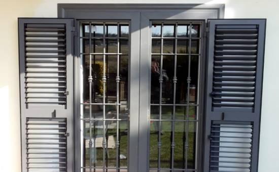 Persiane in ferro e acciaio in un appartamento a Borgonovo Val Tidone