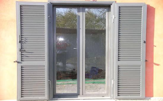 Persiane in ferro zincato antiscasso per appartamento a Sorbolo