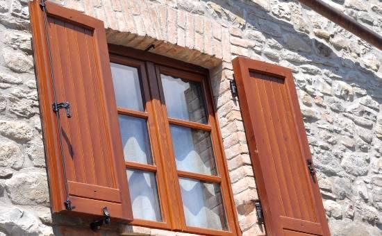 Persiane di legno rustiche per casa in campagna vicino Langhirano