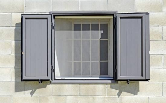 antoni in pvc per finestre in una casa a Montechiarugolo
