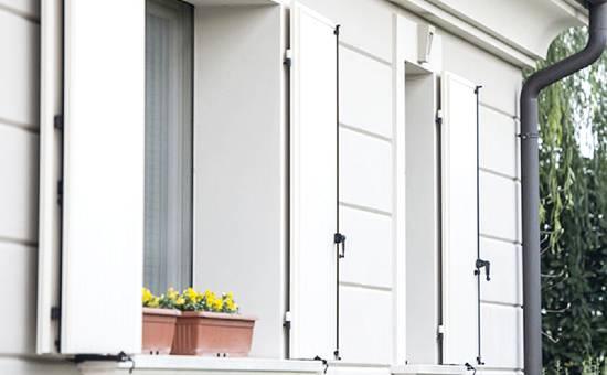 antoni in pvc per finestre in una casa a Rivergaro